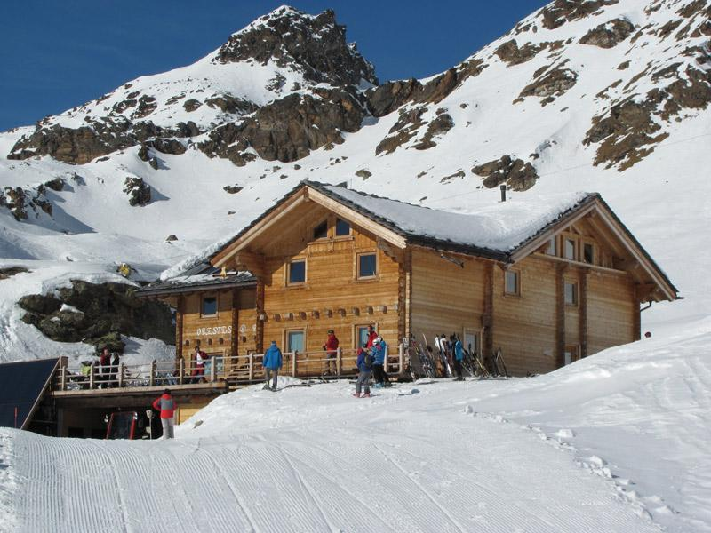 Huts open for skiing